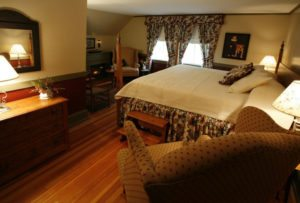 The 1620 Chamber - Camden ME Bed & Breakfast